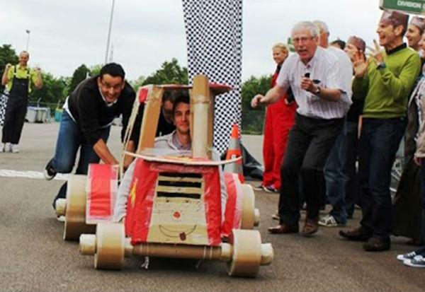 Auto di Cartone in Gara